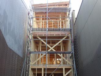屋根が軽量になると構造体の強度もそこまで求められない