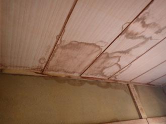 雨漏りによって木部は傷みやすくなる