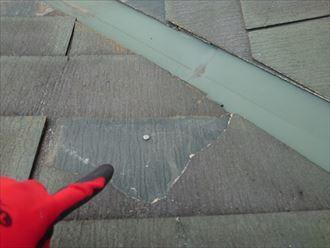 スレート固定用の釘が露出