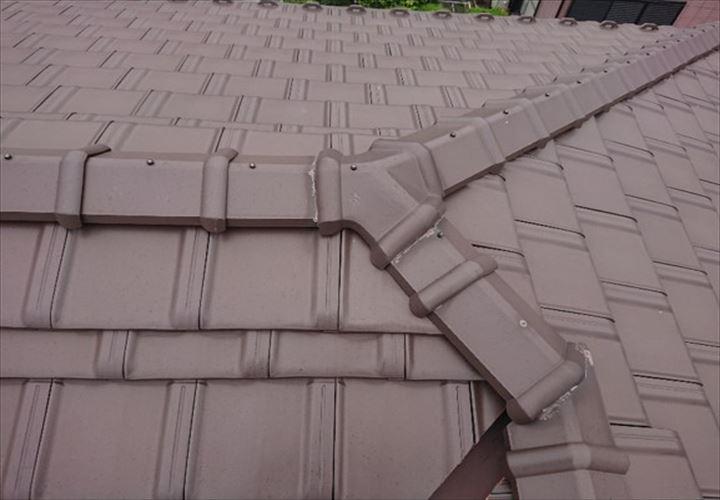 フラットなF型の洋瓦屋根