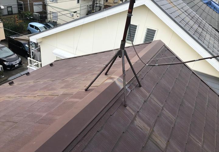 訪問業者に棟板金の不具合を指摘された屋根
