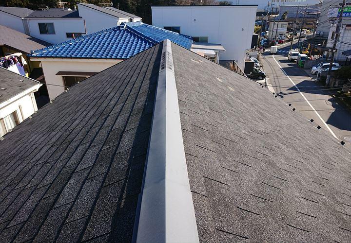 強風の影響を受けたアスファルトシングル屋根