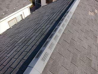 アスファルトシングル屋根に設置された換気棟