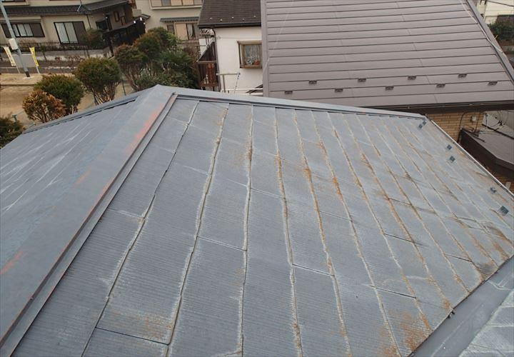 棟板金の剥がれを指摘されたスレート屋根