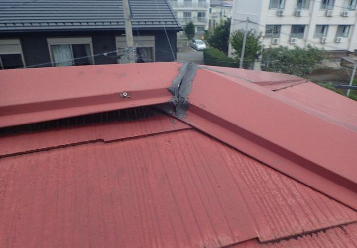 雨漏りの原因は棟板金の浮きでした