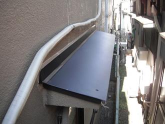 ガルバリウム鋼鈑の屋根材設置が完了