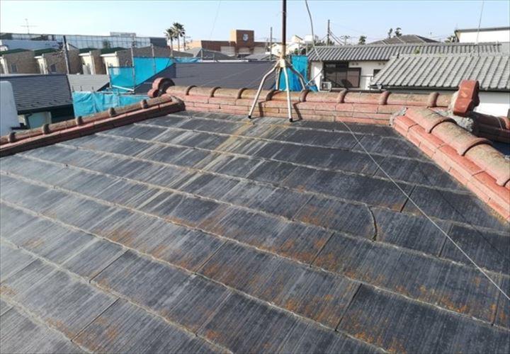 棟瓦のあるスレート屋根