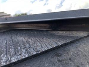 棟板金の隙間
