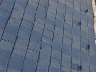 横浜市神奈川区菅田町で調査した屋根は割れやすいコロニアルNEOという屋根材が使われていました