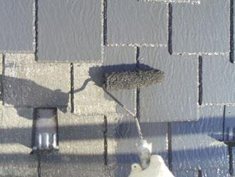 横浜市緑区 屋根塗装 中塗り ルーフマイルドSi